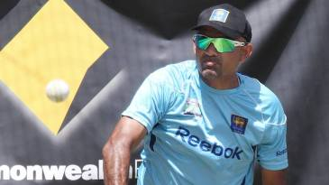 Marvan Atapattu uses the dog thrower at a training session