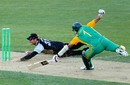 Martin Guptill dives to run out Hashim Amla, New Zealand v South Africa, 1st Twenty20 international, Wellington, February 17, 2012