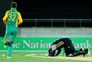Rusty Theron hit Martin Guptill with a bouncer, New Zealand v South Africa, 1st Twenty20 international, Wellington, February 17, 2012