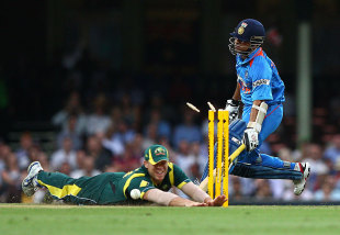 David Warner runs out Sachin Tendulkar, Australia v India, CB Series, Sydney, February 26, 2012