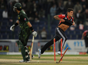 Jade Dernbach held his nerve in the final over to secure England the Twenty20 series in Abu Dhabi