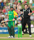 Kyle Mills celebrates the wicket of Jacques Kallis