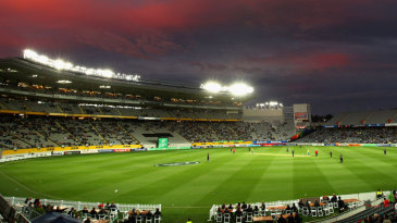 Dusk settles over Eden Park as South Africa chase