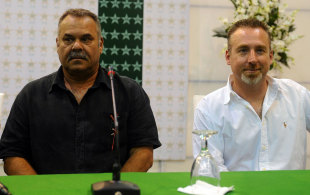 Dav Whatmore and Julien Fountain at a press conference, Lahore, March 4, 2012
