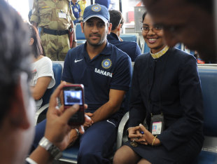 MS Dhoni poses for a photo with a flight attendant, Visakhapatnam, October 21, 2010