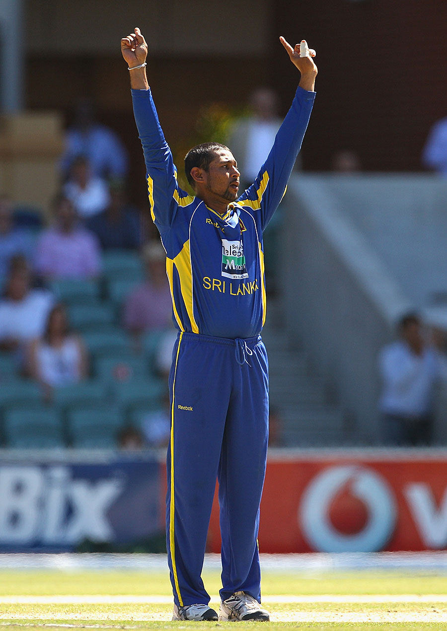 Tillakaratne Dilshan got the big wicket of Shane Watson