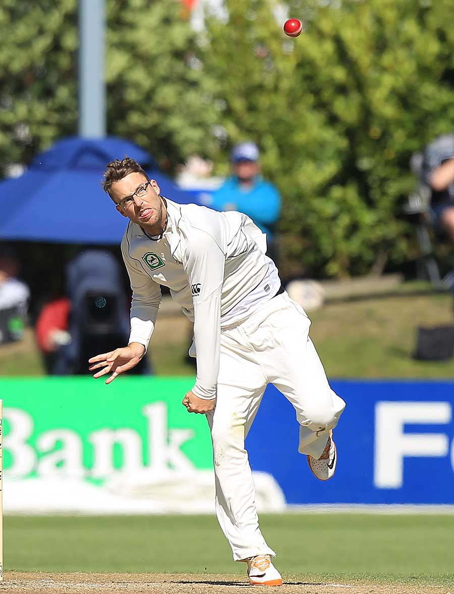 Daniel Vettori in action