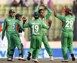 Abdur Razzaq got the big wicket of Misbah-ul-Haq, Bangladesh v Pakistan, Asia Cup, Mirpur, March 11, 2012