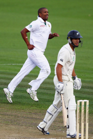 Vernon Philander took out a settled Ross Taylor, New Zealand v South Africa, 2nd Test, Hamilton, 1st day, March 15, 2012
