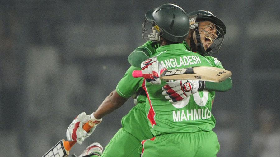 Mushfiqur Rahim jumps on Mahmudullah after Bangladesh's win
