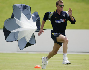 Brett Lee runs with a parachute, Potchefstroom, February 3, 2003