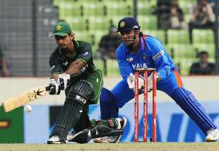 Mohammad Hafeez sweeps, India v Pakistan, Asia Cup, Mirpur, March 18, 2012