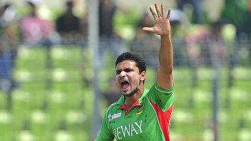 Mashrafe Mortaza celebrates the wicket off Nasir Jamshed