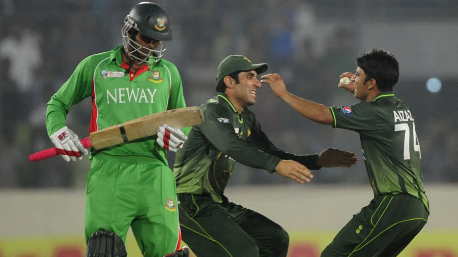 Misbah-ul-Haq and Aizaz Cheema celebrate Pakistan's win, Bangladesh v Pakistan, Asia Cup final, Mirpur, March 22, 2012