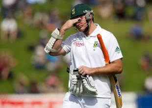 Graeme Smith walks back dejectedly, New Zealand v South Africa, 3rd Test, Wellington, 1st day, March 23, 2012