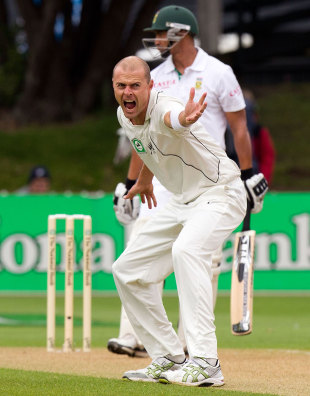 Chris Martin appeals unsuccessfully for an lbw, New Zealand v South Africa, 3rd Test, Wellington, 2nd day, March 24, 2012