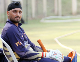 Harbhajan Singh awaits his turn to bat for Punjab, Mumbai v Punjab, Syed Mushtaq Ali Trophy, 2nd semi-final, Mumbai, March 26, 2012