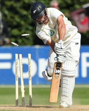 Dean Brownlie is bowled by a Morne Morkel yorker, New Zealand v South Africa, 3rd Test, Wellington, 5th day, March 27, 2012