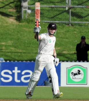 Kane Williamson acknowledges his century, New Zealand v South Africa, 3rd Test, Wellington, 5th day, March 27, 2012