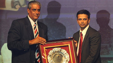 Rahul Dravid receives a memento from BCCI secretary Sanjay Jagdale