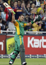 Jacques Kallis acknowledges the applause as he walks back
