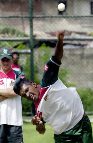 Manzural Islam bowls in the nets, Colombo, July 22, 2004