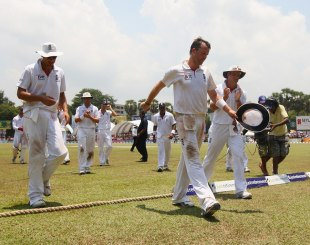Graeme Swann's 10 wickets in the Colombo Test set up England's victory and helped them retain their No.1 ranking