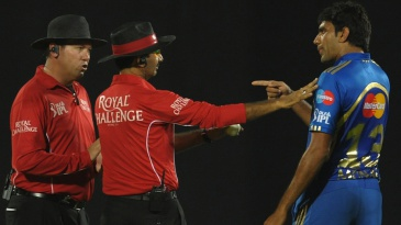 Munaf Patel argues with the umpires
