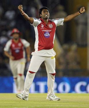 Parvinder Awana grabbed three early wickets, Kings XI Punjab v Royal Challengers Bangalore, IPL 2012, Mohali, April 20, 2012