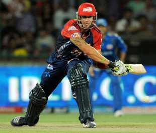 Kevin Pietersen brings out the switch hit, Delhi Daredevils v Mumbai Indians, IPL, Delhi, April 27, 2012