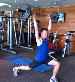 Functional exercise: Split squat and press finish
