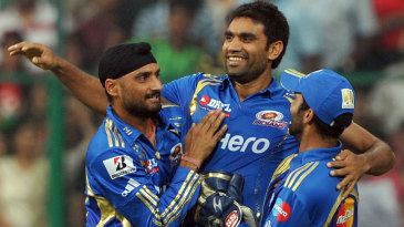 Munaf Patel is all smiles after dismissing Chris Gayle cheaply