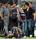 A peeved Shah Rukh Khan argues with a security guard, Mumbai Indians v Kolkata Knight Riders, IPL, Mumbai, May 16, 2012