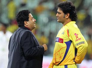 MS Dhoni talks to IPL chairman Rajiv Shukla, Delhi Daredevils v Chennai Super Kings, 2nd eliminator, IPL 2012, Chennai, May 25, 2012