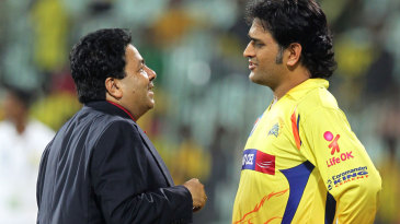 MS Dhoni talks to IPL chairman Rajiv Shukla