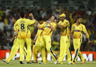 Chennai celebrate a wicket, Kolkata Knight Riders v Chennai Super Kings, IPL 2012, final, Chennai, May 27, 2012