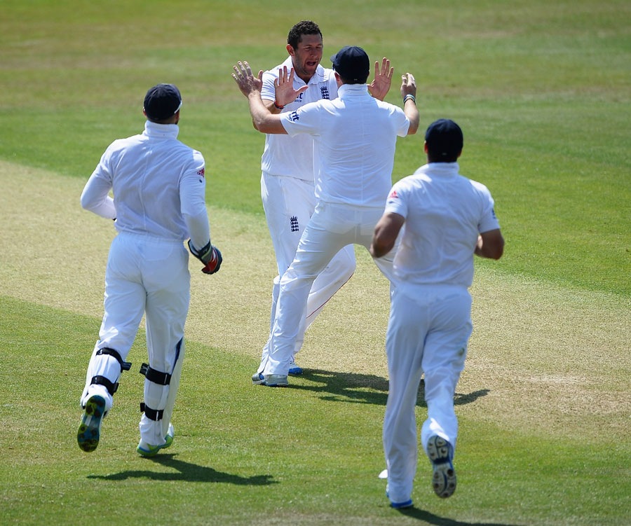 146015 - Nine-wicket win gives England series