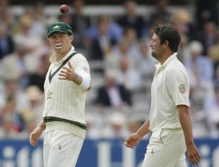 Peter Siddle tosses the ball to Ben Hilfenhaus, England v Australia, 2nd Test, Lord's, 1st day, July 16, 2009