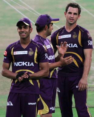 Gautam Gambhir chats with Ryan ten Doeschate while Manoj Tiwary watches the Kolkata Knight Riders' practice session, Kolkata, April 13, 2012