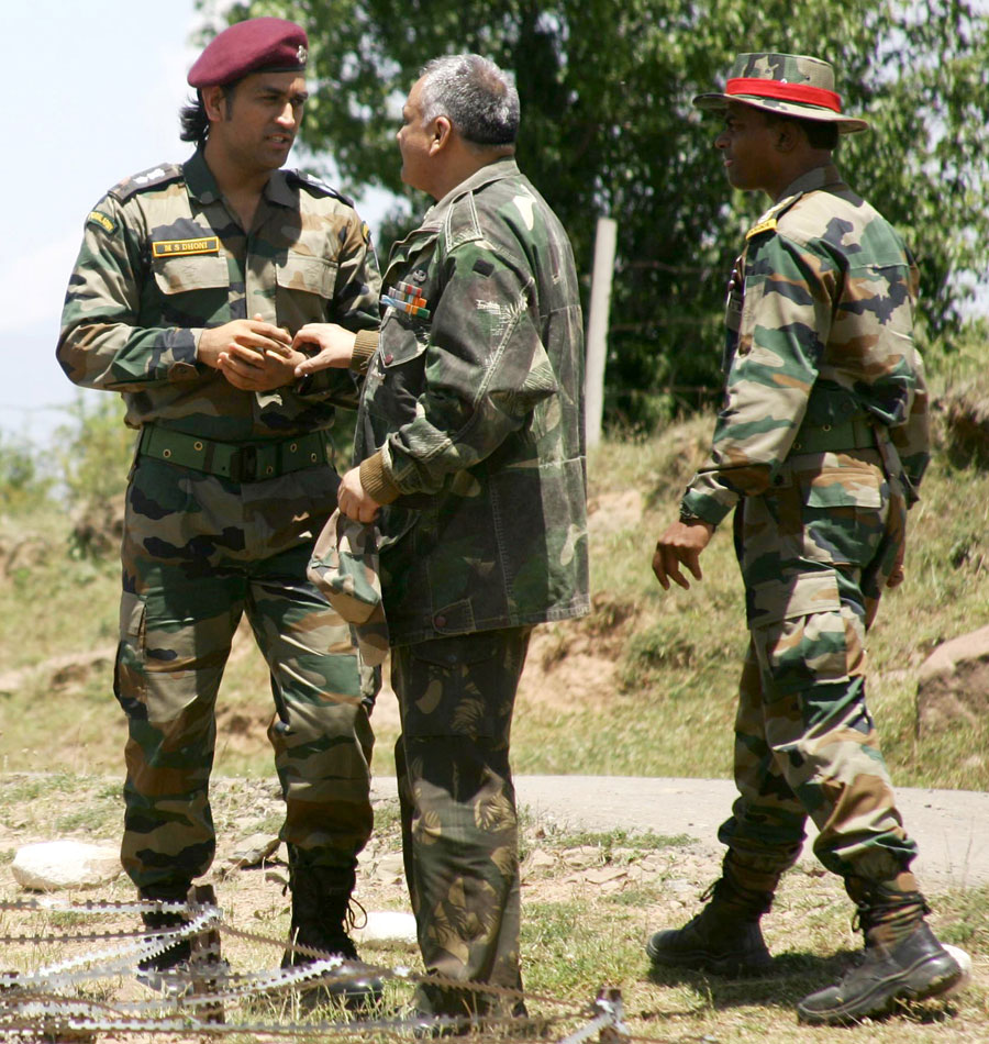MS Dhoni at Indo-Pak Border