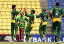 Pakistan get together after the wicket of Upul Tharanga