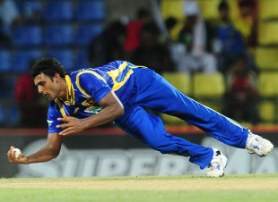 Thisara Perera completes an acrobatic caught-and-bowled dismissal, Sri Lanka v Pakistan, 2nd ODI, Pallekele, June 9, 2012