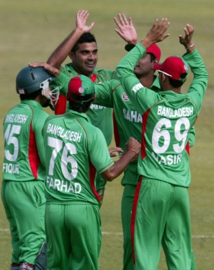 Ziaur Rahman celebrates Justin Ontong's wicket, Bangladesh v South Africa, T20 tri-series, Harare, June 22, 2012