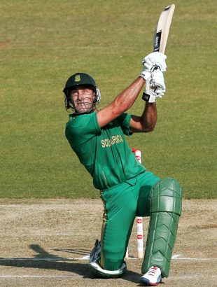 Faf du Plessis hits down the ground, Zimbabwe v South Africa, T20 tri-series final, Harare, June 24, 2012