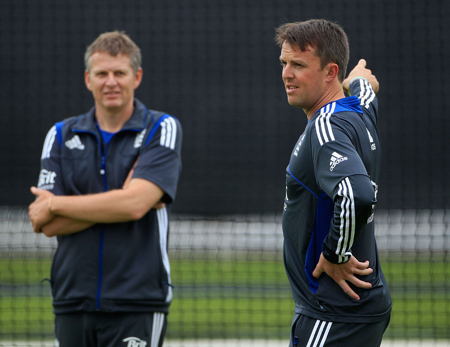 Graeme Swann chats with Peter Such during training