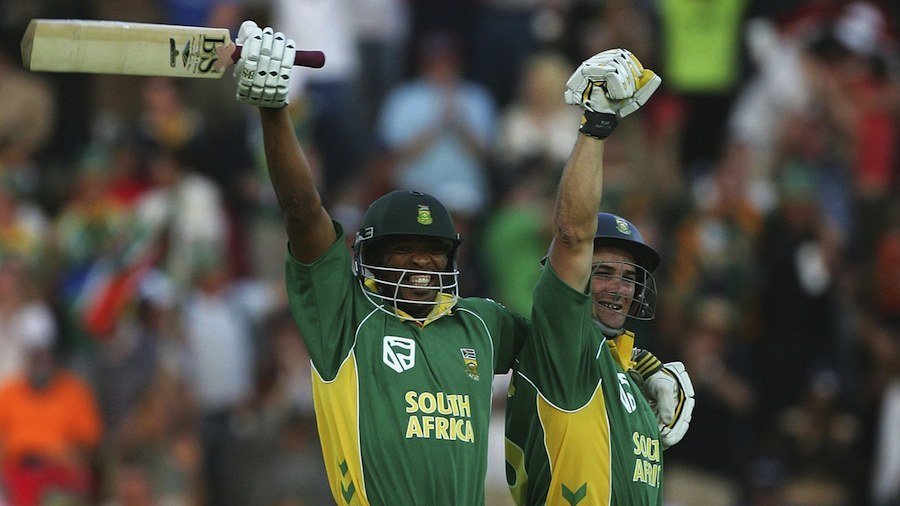 Makhaya Ntini and Mark Boucher celebrate after chasing 434