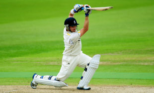 Despite a change of ball colour, Ian Bell remained in good touch, Warwickshire v Sussex, County Championship Division One, Edgbaston, 1st day, July, 12, 2012