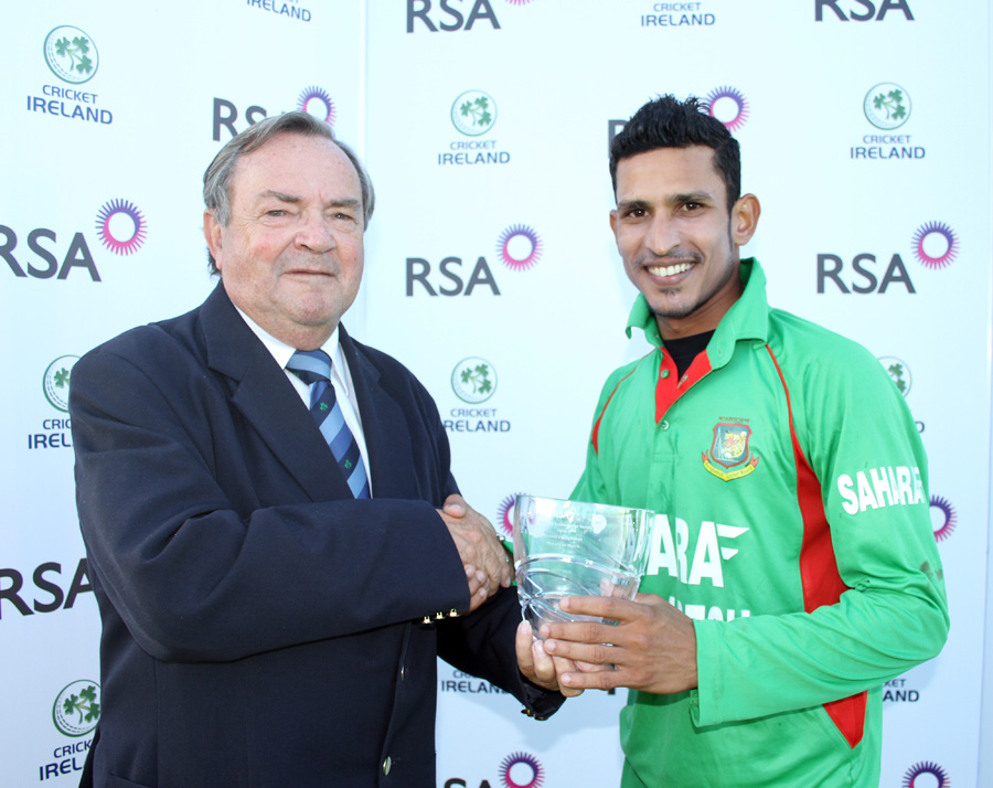 Nasir Hossain receives the man-of-the-match award