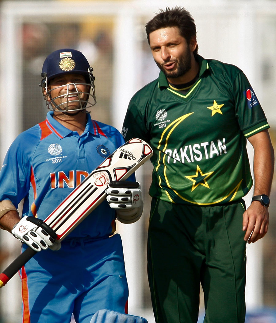 Shahid Afridi and Sachin Tendulkar share a laugh