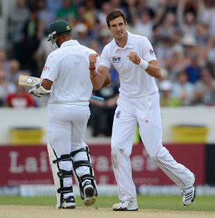 Steven Finn could make his first Test appearance of the India tour at Kolkata